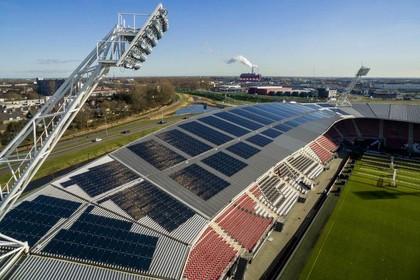 'Dak AZ-stadion niet berekend op zonnepanelen'