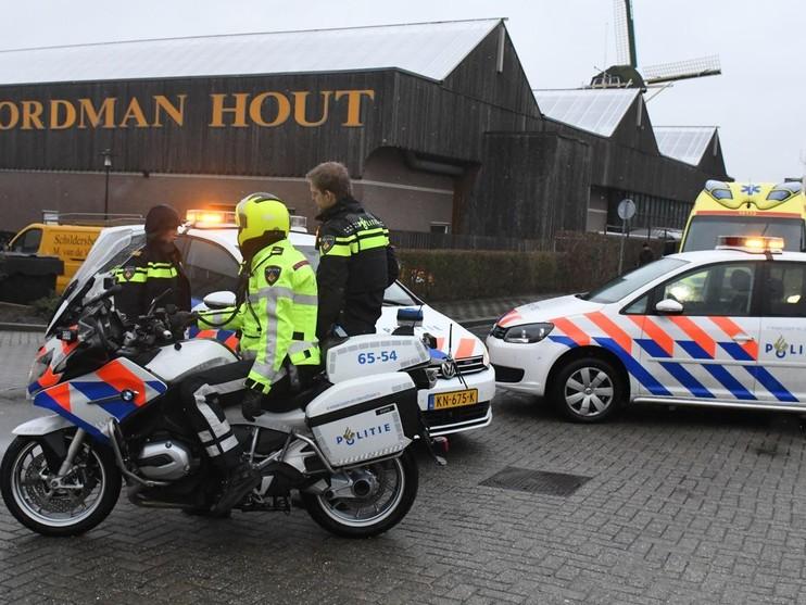 Brommerrijder gewond bij botsing met auto in Leiden