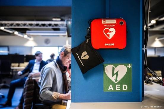 Eerste van 64 extra AED's langs kustlijn
