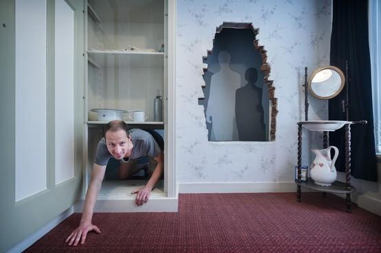 Kippenvel en tranen bij het Corrie ten Boomhuis in Haarlem: 'Dit doet heel veel met me'