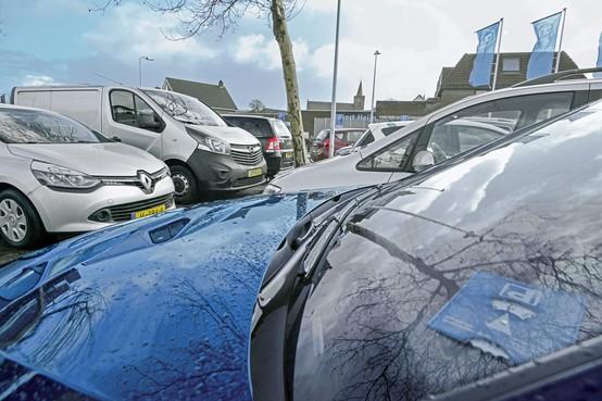 Centrumbewoners in Den Burg op Texel raken parkeerplaats kwijt, parkeeroverlast aan de rand van het dorp neemt toe