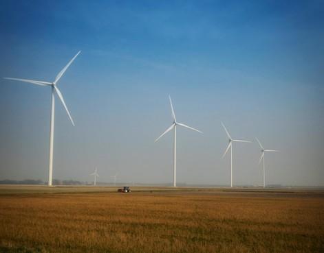 'Te hoge spanning op stroomnet in Wieringermeer door teruglevering zonnepanelen en windturbines'