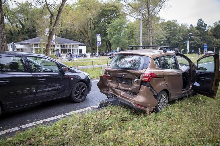 Twee gewonden bij ongeval op de Zeeweg in Overveen