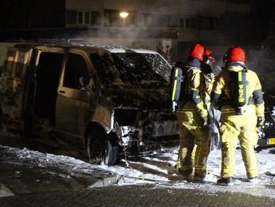 Bestelbus brandt uit in Landsmeer