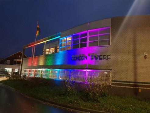 Het station van Hilversum krijgt alle kleuren van de regenboog