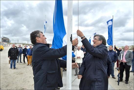 IJmuiderstrand grijpt voor derde jaar naast de Blauwe Vlag; 'Er kan wel prima gezwommen worden'