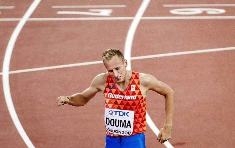 Zaandammer Douma heeft succes met protest na val op 1500 meter