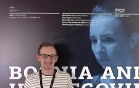 Stijn Bouma voor de poster van 'Lejla' in Cannes. ,,Ik vertegenwoordig twee landen.''