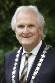 Hilversumse politiek zet de nodige kanttekeningen bij artikel over burgemeester Pieter Broertjes