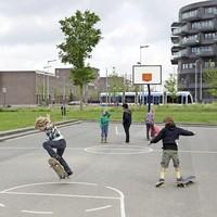 Spelende kinderen in de Amsterdamse wijk IJburg.