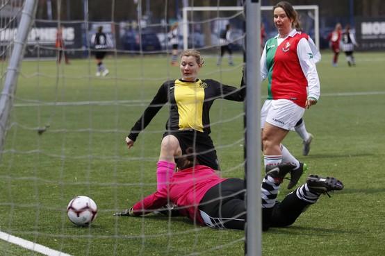 Vrouwenvoetbal: 'koude douche' voor 't Gooi, SDO beloont zichzelf niet