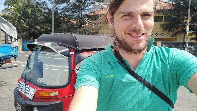 Vakantiegangers Chris en Charlotte voelen zich minder veilig in Sri Lanka: 'Een hotel regelen en schuilen'