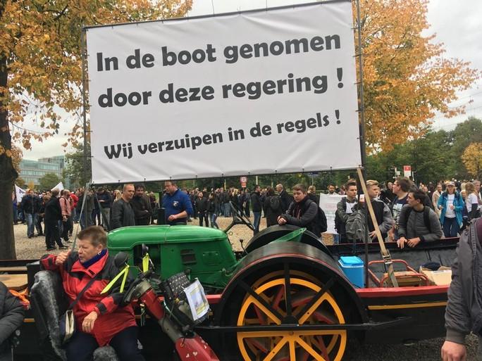 Boeren uit Nederhorst en Weesp proberen op actiedag ludiek te blijven: Met rellen kweek je geen sympathie [video]