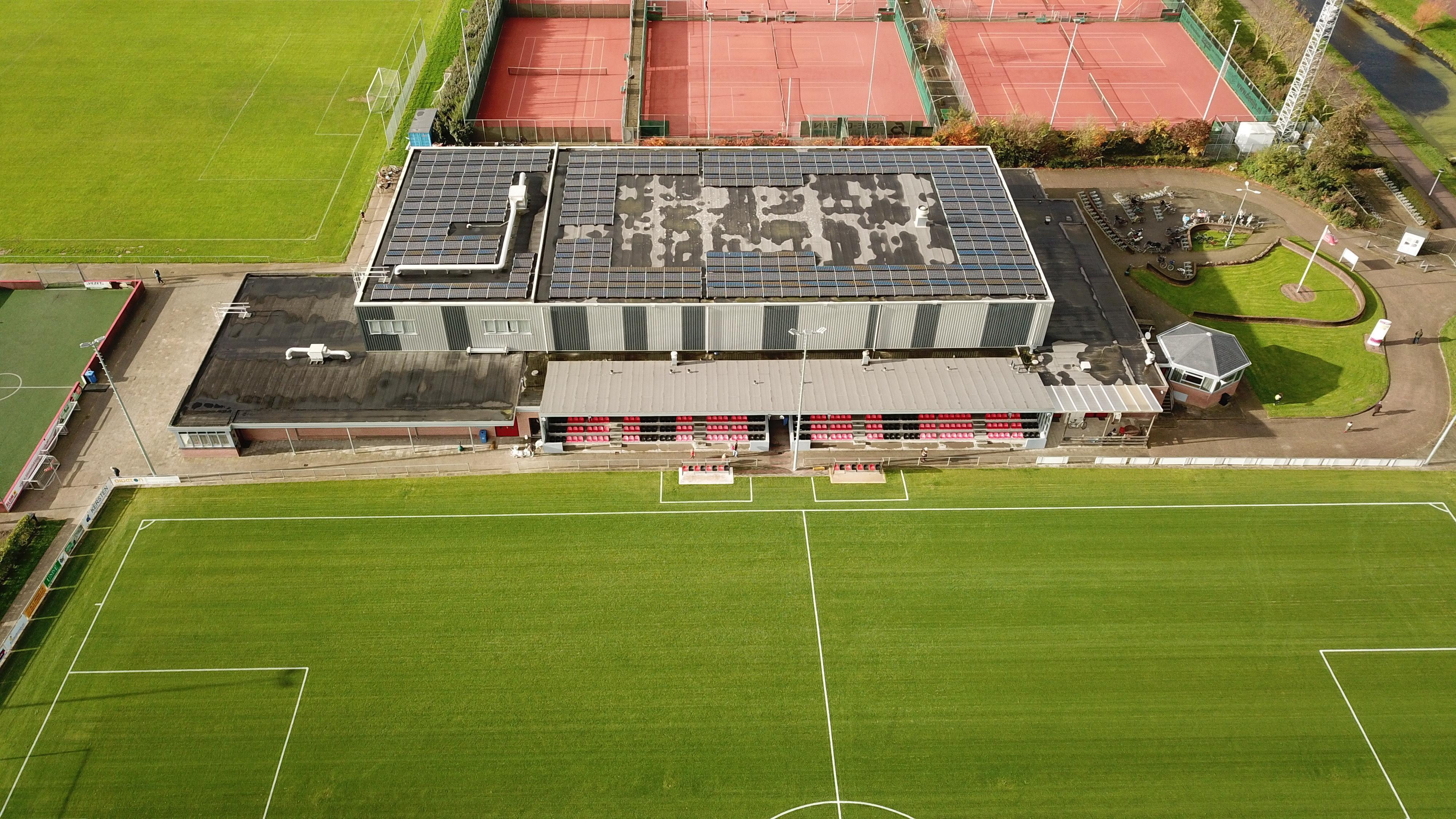 De Doorbraak in Warmenhuizen klaar voor de toekomst: vergroening bezorgt sporthalcomplex een flinke 'energieboost' - Noordhollands Dagblad