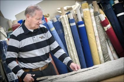 Over de doden: Meubelstoffeerder Leo Koelemij overwon het Ikea-tijdperk