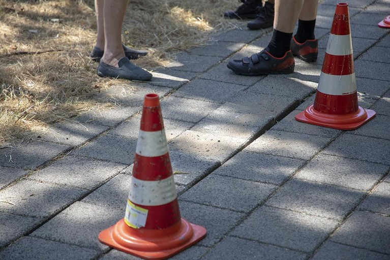 Scooterrijder gewond door loszittende tegels Aerdenhout