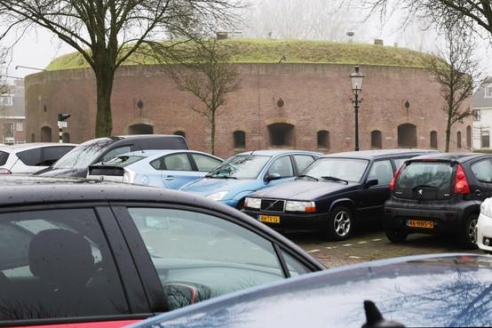 Het regent vragen over het nieuwe parkeerbeleid in Weesp, inloopmiddag goed bezocht