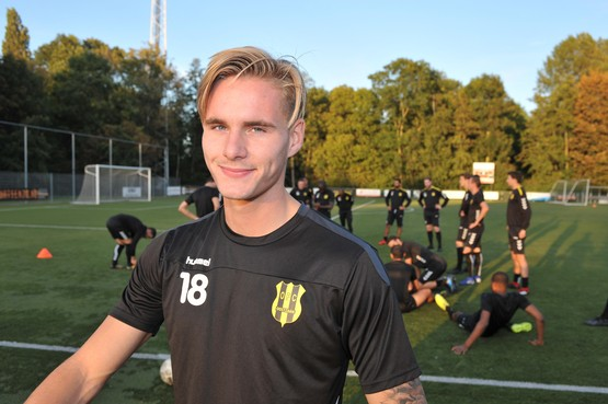Zaandammer Tim Freriks maakt na drie jaar profvoetbal even pas op de plaats bij OFC
