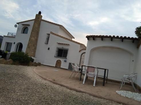 Ambassade brengt door Spanje vrijgelaten misbruikverdachte Charly (17) naar geheime plek