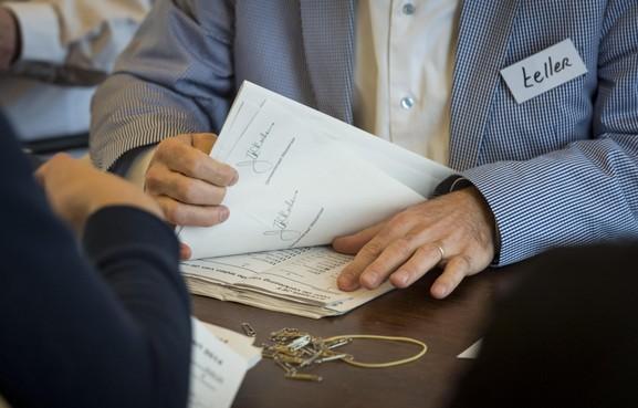 Tweede Kamer gaat over tot hertelling na telfout bij stembureau in Haarlem