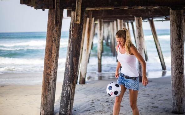 Hersenschudding sloopte voetbalcarrière Rianne Schorel, met neurologisch trainingscentrum helpt zij lotgenoten als Hilversummer die hoofd tegen afzuigkap stootte