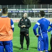 Joop Gall trainde donderdagavond voor het eerst met de spelers van Spakenburg.