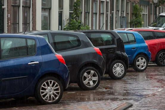 Controles in Hilversumse wijken op netjes parkeren
