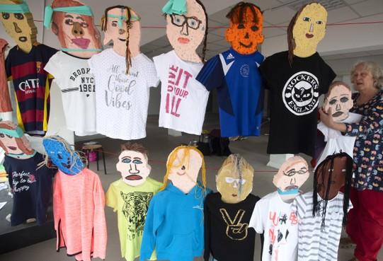 270 leerlingen van IJmuidense basisschool maken zelfportret