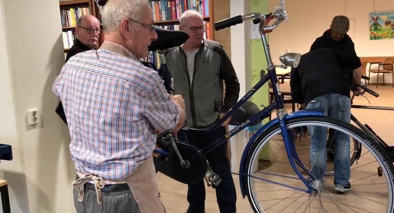ANWB Lichtbrigade in Zaandam: Met de fiets weer veilig de weg op [video]