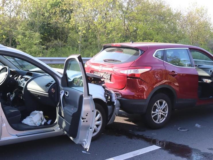 Ongeluk met vijf auto's in file N206 door brand Noordwijk