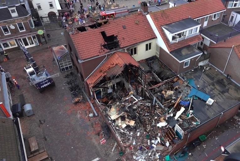 Gewonde bij verwoestende brand restaurant De Klok in Egmond aan Zee [video]