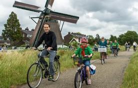 Deelnemers bij de Rijnenburgermolen in Hazerswoude-Rijndijk.