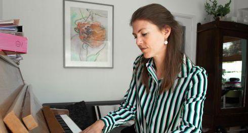 Saxofoniste en pianiste Floor Wittink zoekt de juiste toon voor Tellegen [video]