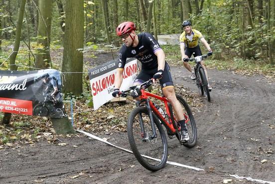 Op 3,7 kilometer kan er heel wat gebeuren, bewijzen de mountainbikers in Wieringerwerf