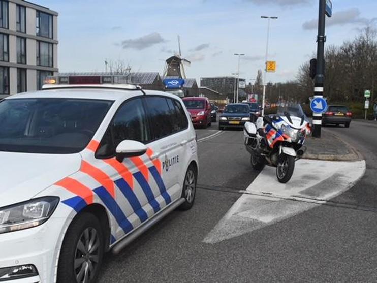 Gewonde bij botsing op kruising Haagweg en Churchilllaan in Leiden