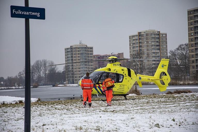 Traumaheli landt voor door het ijs gezakte man in Haarlem
