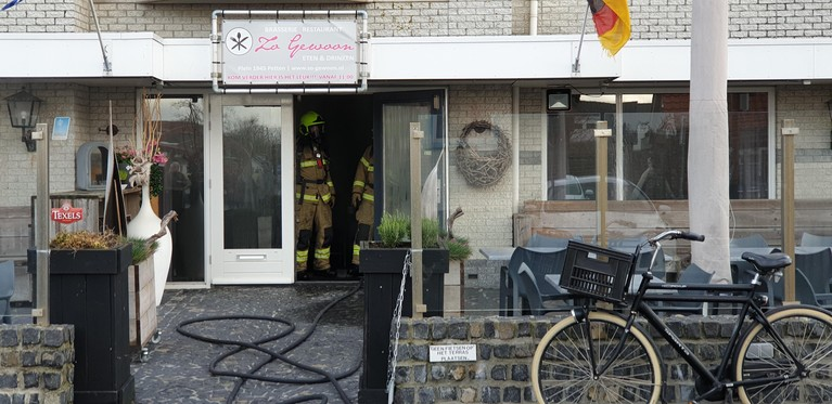 Woningen ontruimd door brand in brasserie Petten [video]