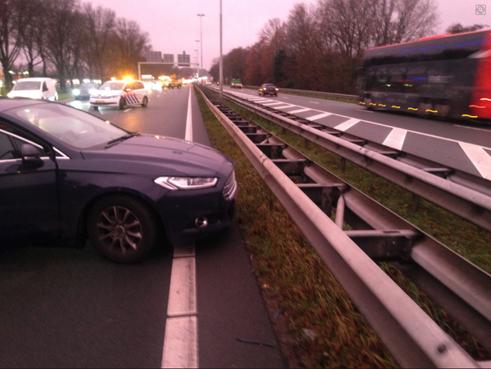 Botsing tussen zes auto's op N205 in Haarlem, geen gewonden