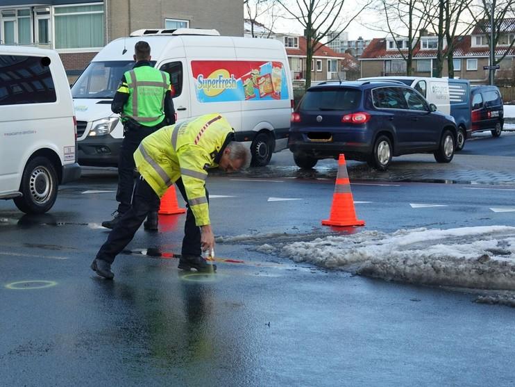 Vrouw met rollator gewond bij aanrijding met auto in Alkmaar