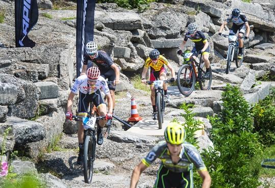 'Een schoon parkoerske': Belofte Mick van Dijke uit Zeeland de beste mountainbiker tijdens 3 Nations Cup Spaarnwoude