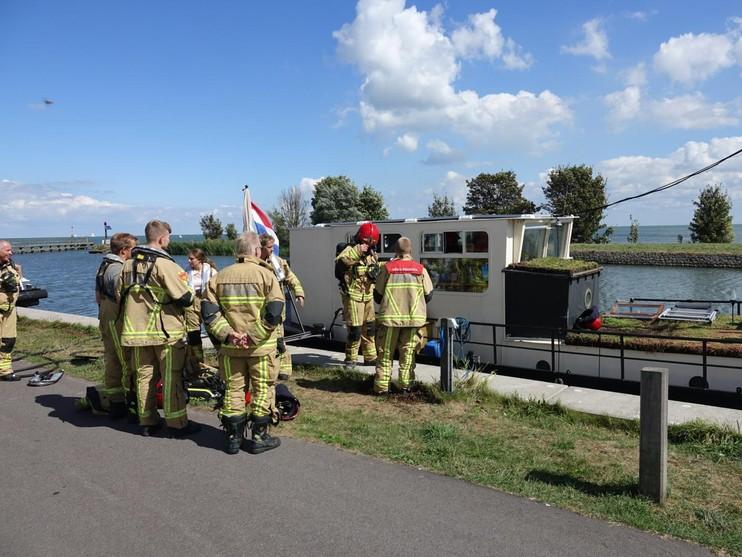 Veel rook bij brand op boot in Edam