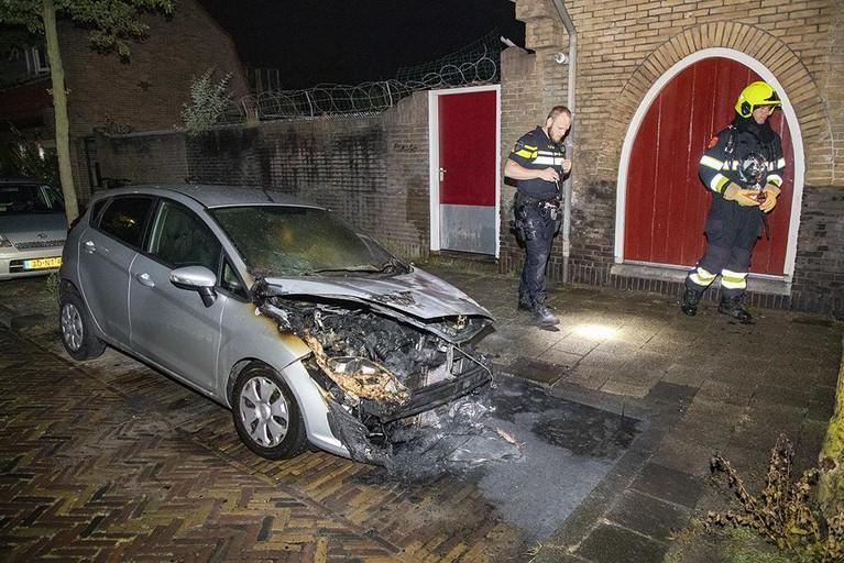 Opnieuw auto in Haarlem verwoest door brand