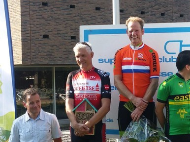 Hillegoms Arie van Erk 'overleeft' twintig ronden en wint dan goud