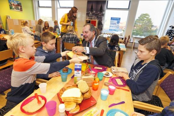 De Branding in Den Oever heeft langer lol van schoolontbijt