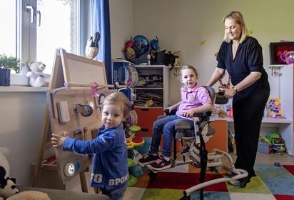 Hopen op doorbraak voor het leven van Robine (5) en Bobby (2) uit Nederhorst den Berg: elke week naar Duits ziekenhuis voor behandeling