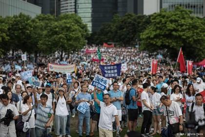 Weer duizenden straat op in Hongkong