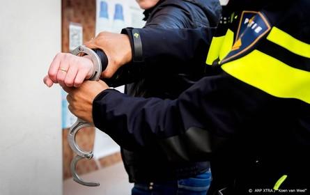 7 aanhoudingen om man met schotwond Amsterdam