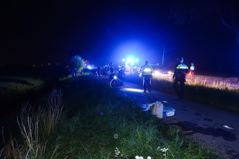 Automobiliste rijdt 's nachts het water in bij Opmeer