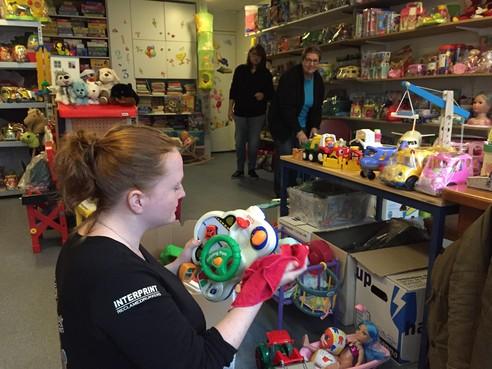 Na Sint zelf schenken aan de Speelgoedbank Den Helder