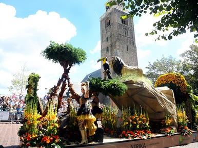Flowerparade straalt Around the World [video]